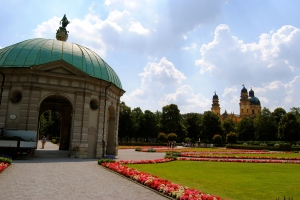 Hofgarten, Theatine Church (in the background) in Munich