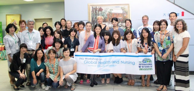 Group photo before the Farewell Reception on the Kasumi Campus of Hiroshima University, with the inaugural nursing banner.